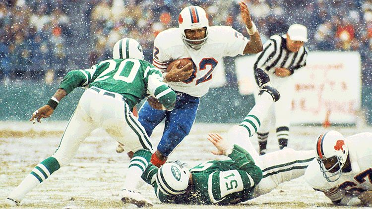 Buffalo Bills running back O.J. Simpson rushing in the snow against New York Jets on December 16, 1973 at Shea Stadium in Queens, New York.