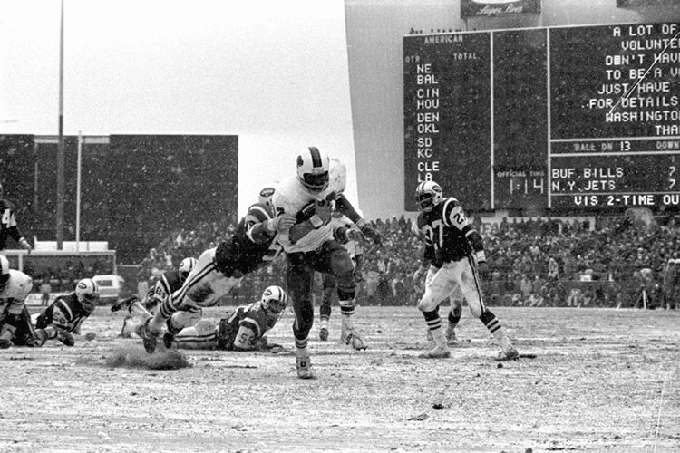 Buffalo Bills running back O.J. Simpson rushing against New York Jets on December 16, 1973 at Shea Stadium in Queens, New York. OJSimpson.co